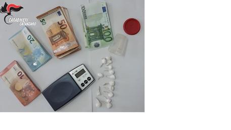Soverato, nascondeva cocaina in un vaso da fiori: arrestato