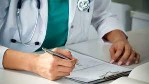 Covid, le nuove linee guida per le cure domiciliari: antibiotici solo in casi particolari, ok ai monoclonali