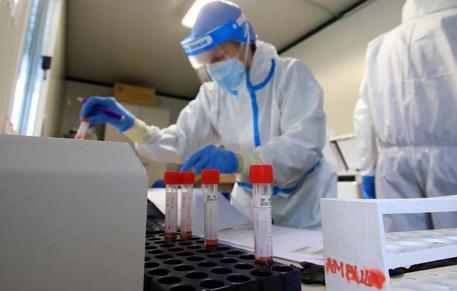 Trombosi da vaccino AstraZeneca, in Canada messa a punto una cura vincente