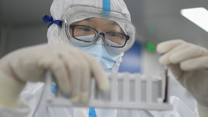Un collaboratore di Biden rilancia le accuse al laboratorio di Wuhan