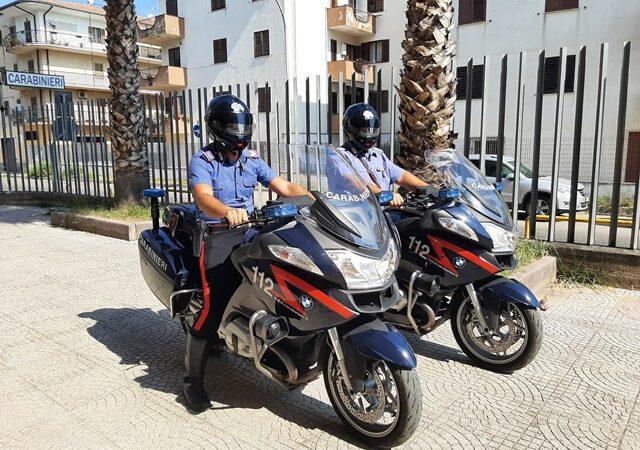 Corigliano-Rossano, in stato di ubriachezza blocca il traffico ed aggredisce i Carabinieri: arrestato 35enne