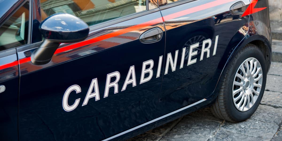 Falconara Albanese, ruba un'auto parcheggiata e si dà alla fuga.