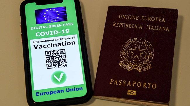 """Green pass, Viminale: controlli sulle vacanze e """"stretta"""" a Ferragosto"""