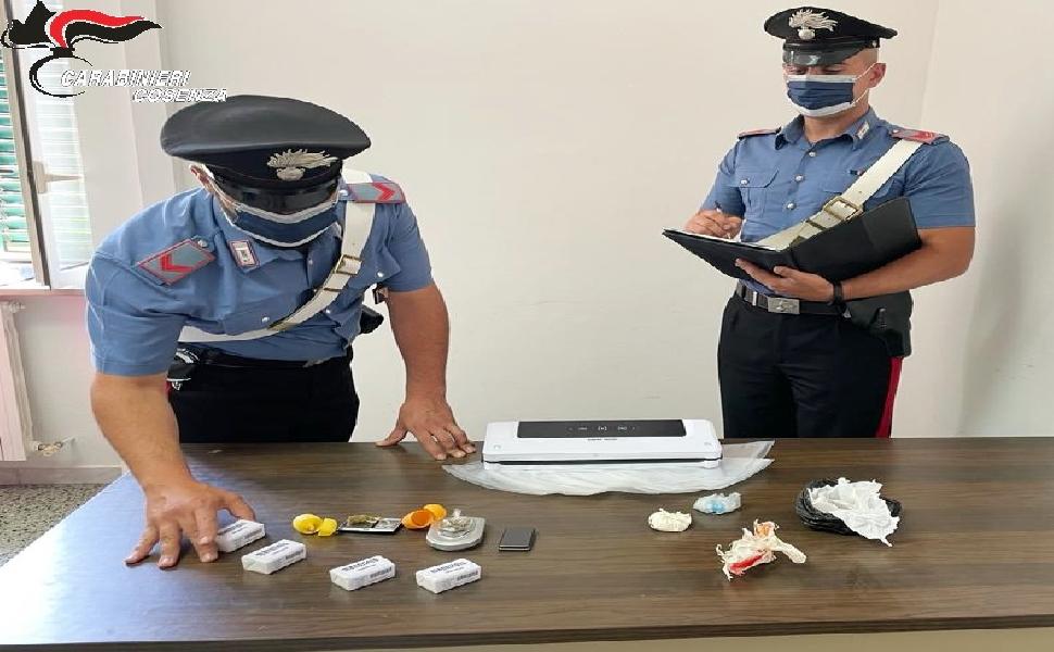 San Vincenzo La Costa, sorpreso con droga in casa arrestato 33enne