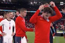 """I  giocatori dell'Inghilterra rifiutano di indossare la medaglia d'argento: """"Irrispettosi"""""""
