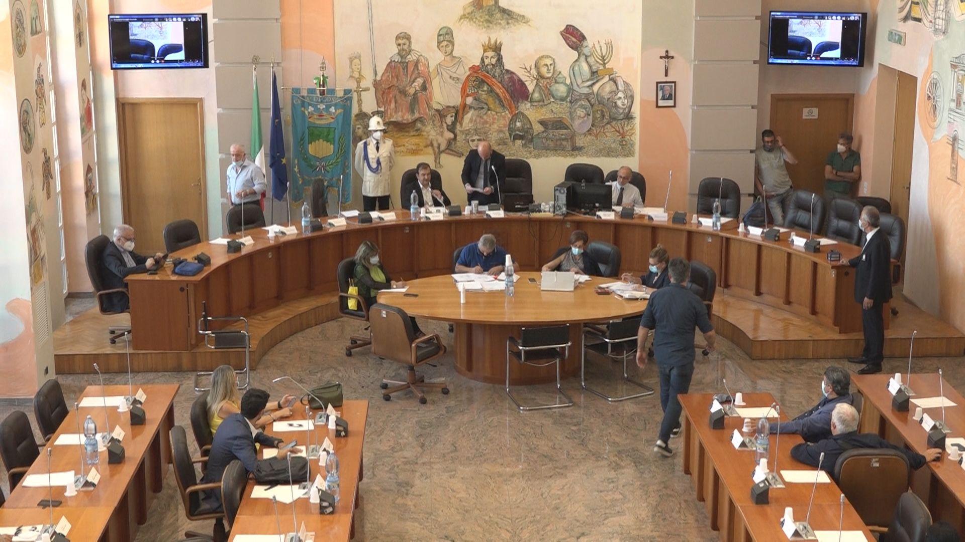 Cosenza, il Consiglio comunale delibera il conferimento della cittadinanza onoraria al Generale Figliuolo