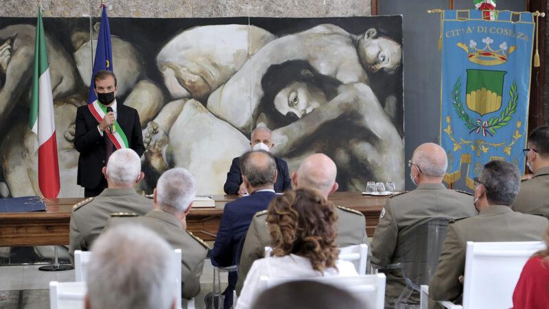 A Palazzo dei Bruzi la cerimonia di conferimento della cittadinanza onoraria agli Ufficiali dell'Esercito per l'Ospedale da campo.